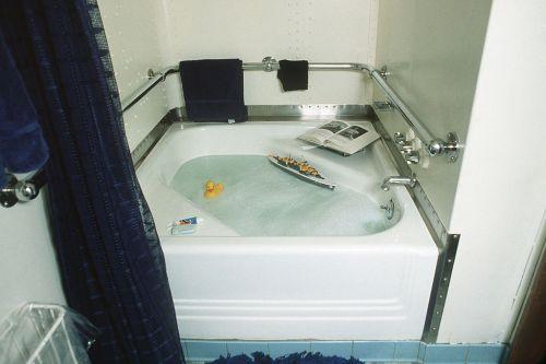 1024px-USS_Iowa_(BB-61)_bathtub_DN-ST-86-02543